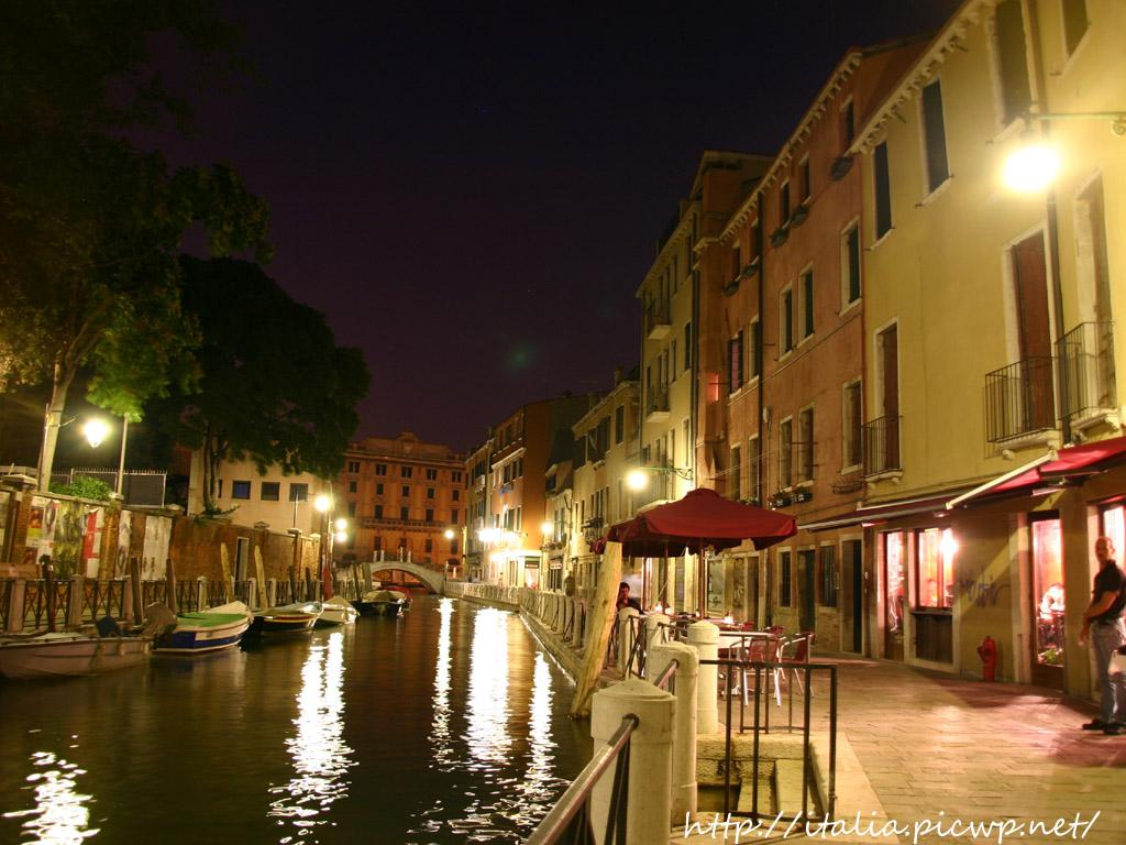 ヴェネツィアの運河と夜景