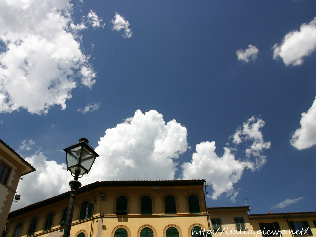 建物と青空
