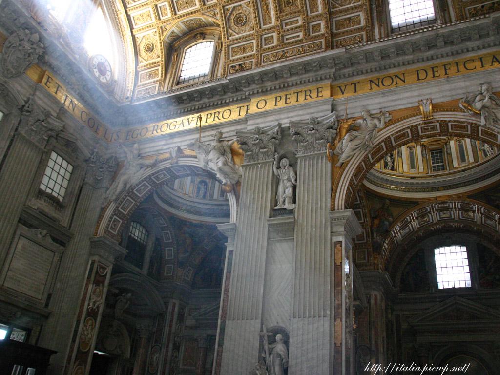 サンピエトロ大聖堂内部2