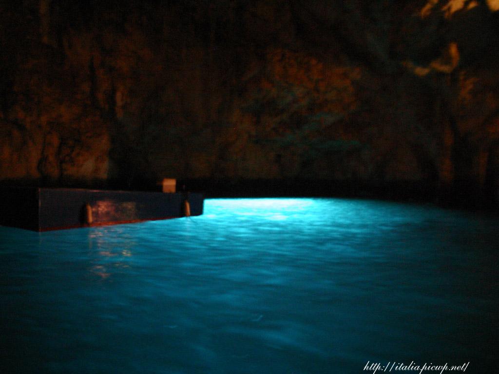 エメラルドの洞窟1
