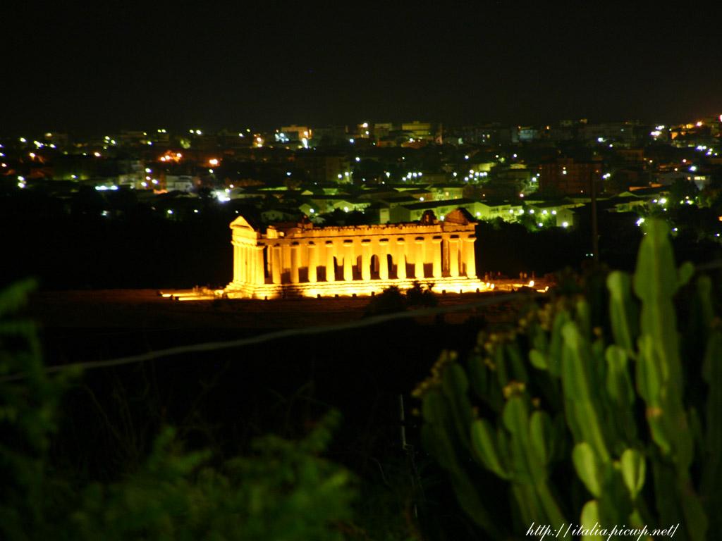 アグリジェントの神殿の夜景