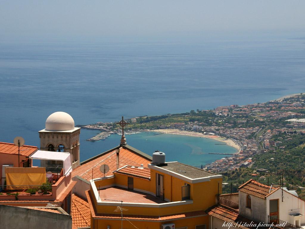 カステルモーラと海